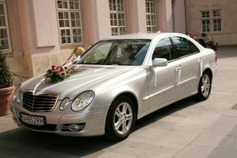 nase svadobne auticko ;) strieborny Mercedes musel byt!