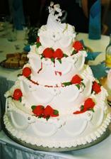 nasa hlavna svadobna torta, bola naaadherna a vsetkym vyborne chutila ;) akurat ja s manzelom sme akosi nemali cas z nej vobec ochutnat...