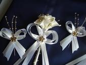 Svadobné pierka so zlatými korálkami,