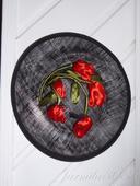 Spoločenský klobúčik s červenými tulipánmi, M