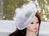 Svadobný klobúčik,