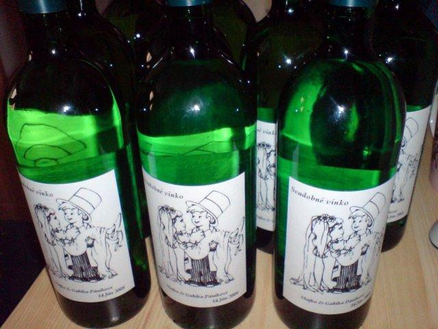 Nasa priprava (14.6.2008) - vinko je pripravene.. etikety - vlastna vyroba