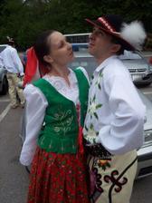 keďže našou veľkou záľubou je folklór,určite sa to prejaví aj na svadbe:)