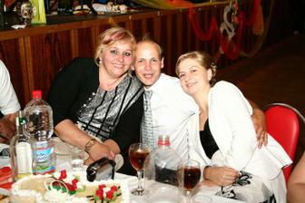 brat s manželkou a sestrinou svatovou:)