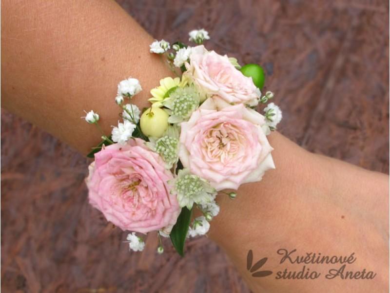 Květinové náramky pro družičky, svědkyně... - Obrázek č. 1