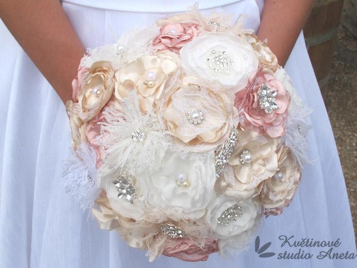 Trendy svatební kytice které vydrží! - Obrázek č. 37