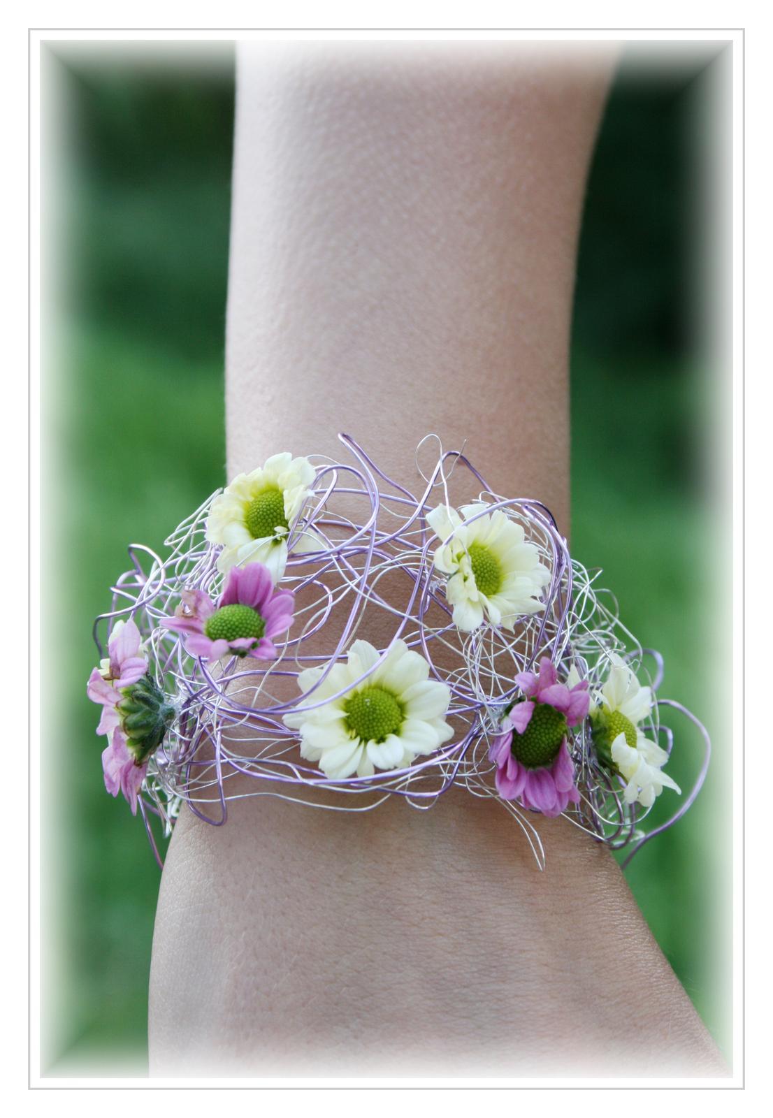 Květinové náramky pro družičky, svědkyně... - Obrázek č. 13