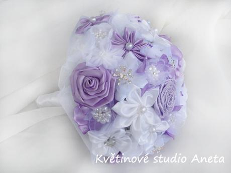Svatení kytice ze saténových květů  - Obrázek č. 1