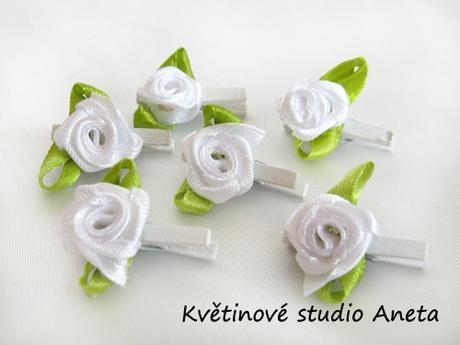 Kolíček s bílou růžičkou - Obrázek č. 1