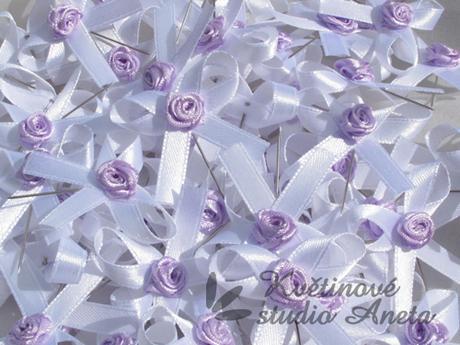Vývazky bílé s lila růžičkou - Obrázek č. 1