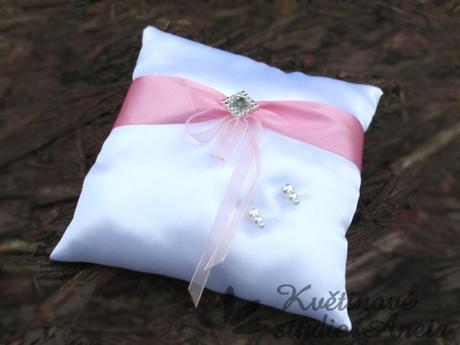Polštářek na prstýnky LUX růžový s broží - Obrázek č. 1