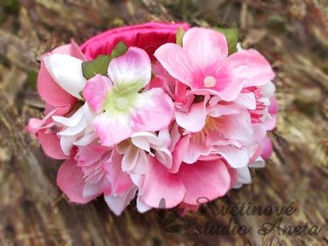 Květinový náramek fuchsiový - Obrázek č. 1