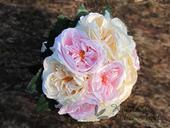 Svatební kytice z umělých anglických růží,