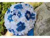 Saténová svatební kytice královsky modrá,