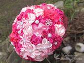 Saténová svatební kytice fuchsiová s korsáží,