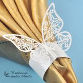 Kroužek na ubrousek motýlek bílý s perletí,