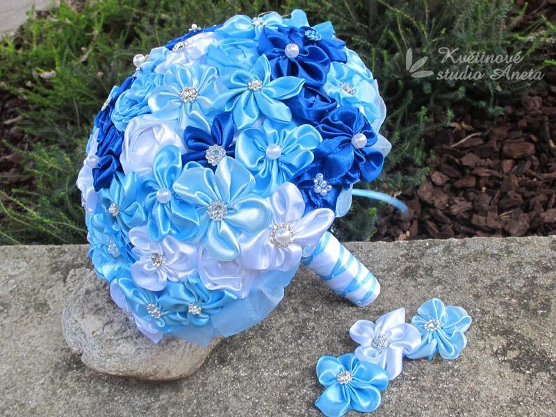 Saténové svatební kytice s korsáží modrá - Obrázek č. 1