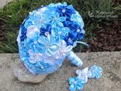 Saténové svatební kytice s korsáží modrá,