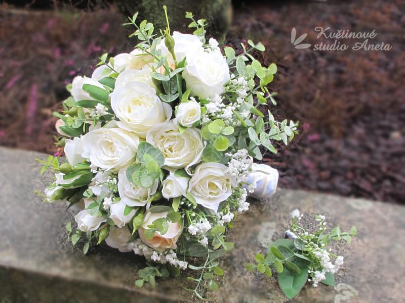 Romantic Flowers bílé trsové růže s eukalyptem  - Obrázek č. 1