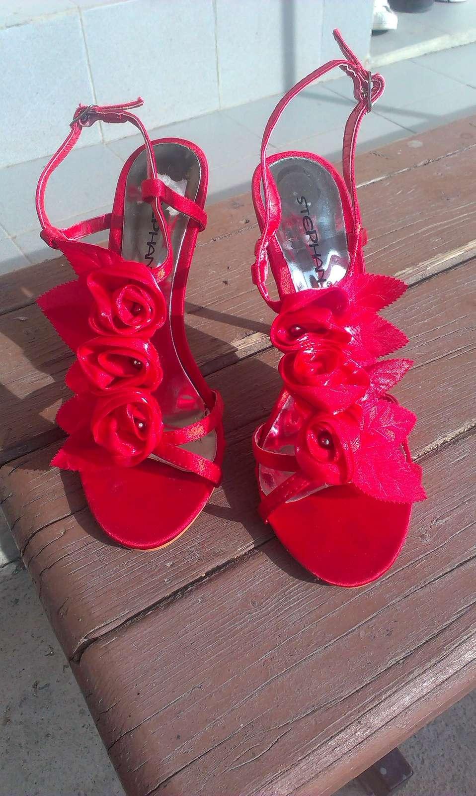 cervene sandalky - Obrázok č. 1