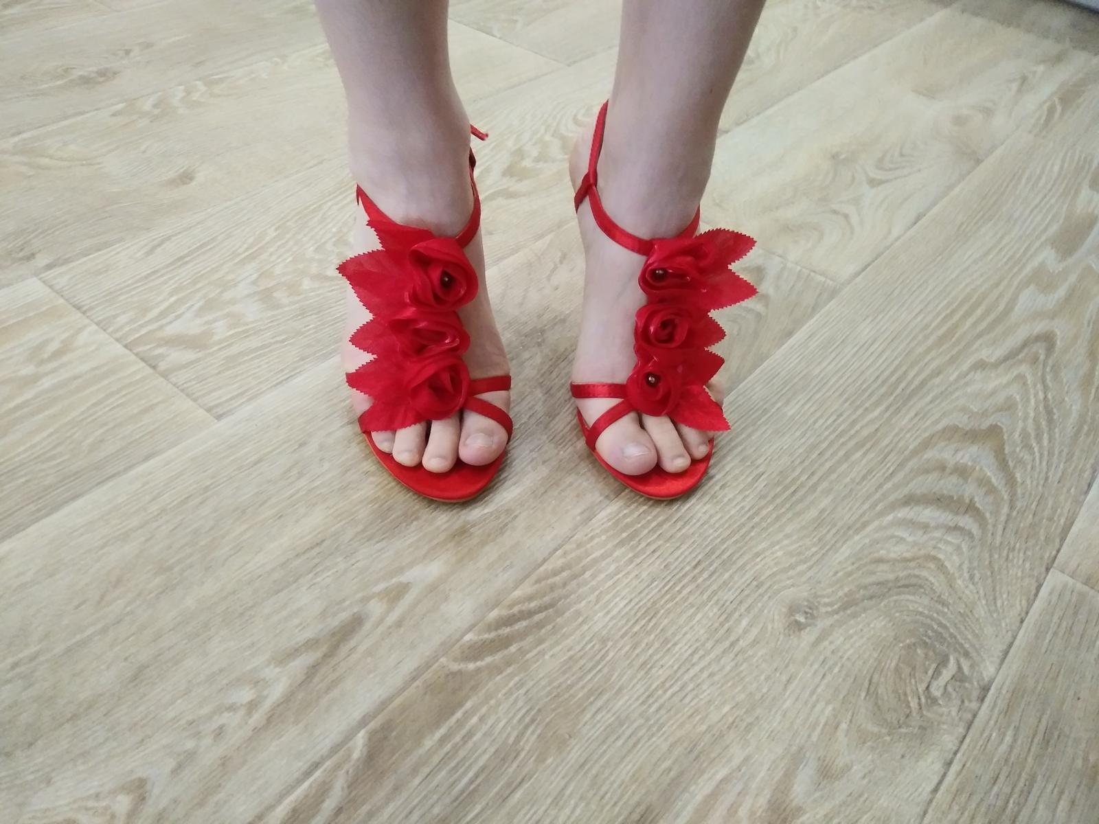 cervene sandalky - Obrázok č. 3