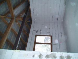 obyvacka-otvoreny strop