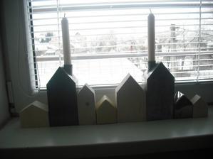 zbierka domčekov sa rozrástla o drevené kusy