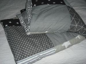 deka v šedo-čierno-bielej kombinácii