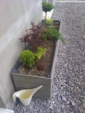terasa je ešte v procese výstavby, ale aspoň pribudla nejaká zeleň