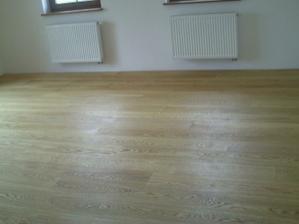 Drevena podlaha v obyvacke
