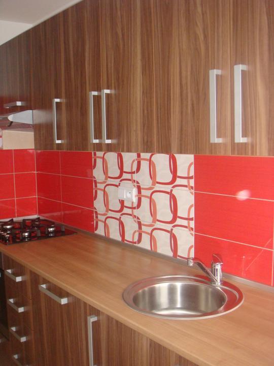 Rekonstrukce bytu - První část kuchyně, ta druhá zatím nemá dvířka.
