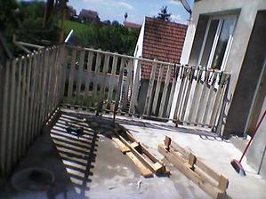 Před - Ten plot byl masakr, než jsme dostali dolů ten starý nátěr to bylo.
