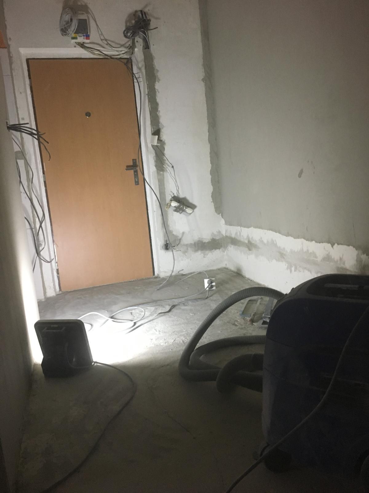 Rekonštuujeme - Aj elektrikári finishujú