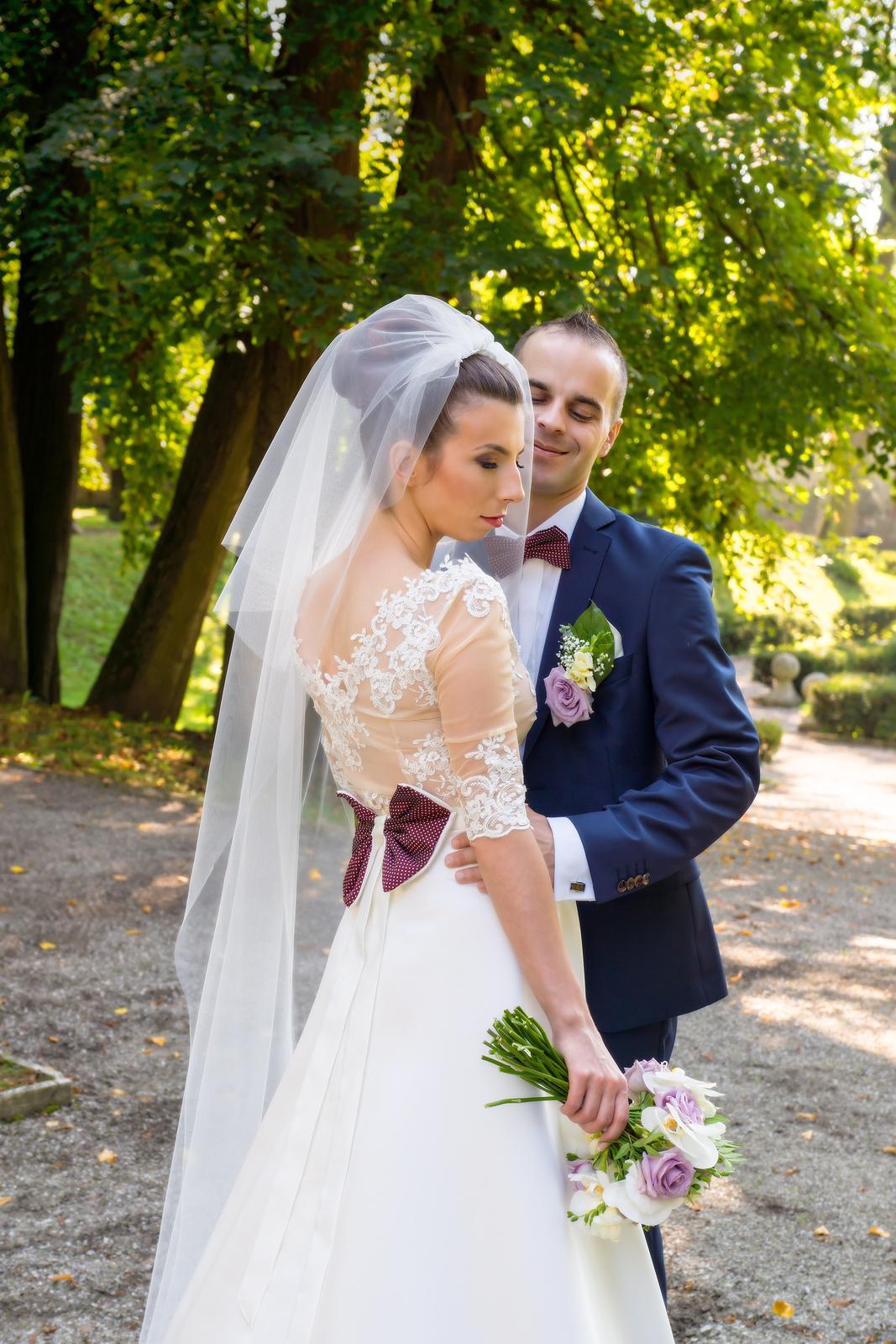 Netradičné dvojdielné svadobné šaty - Obrázok č. 1