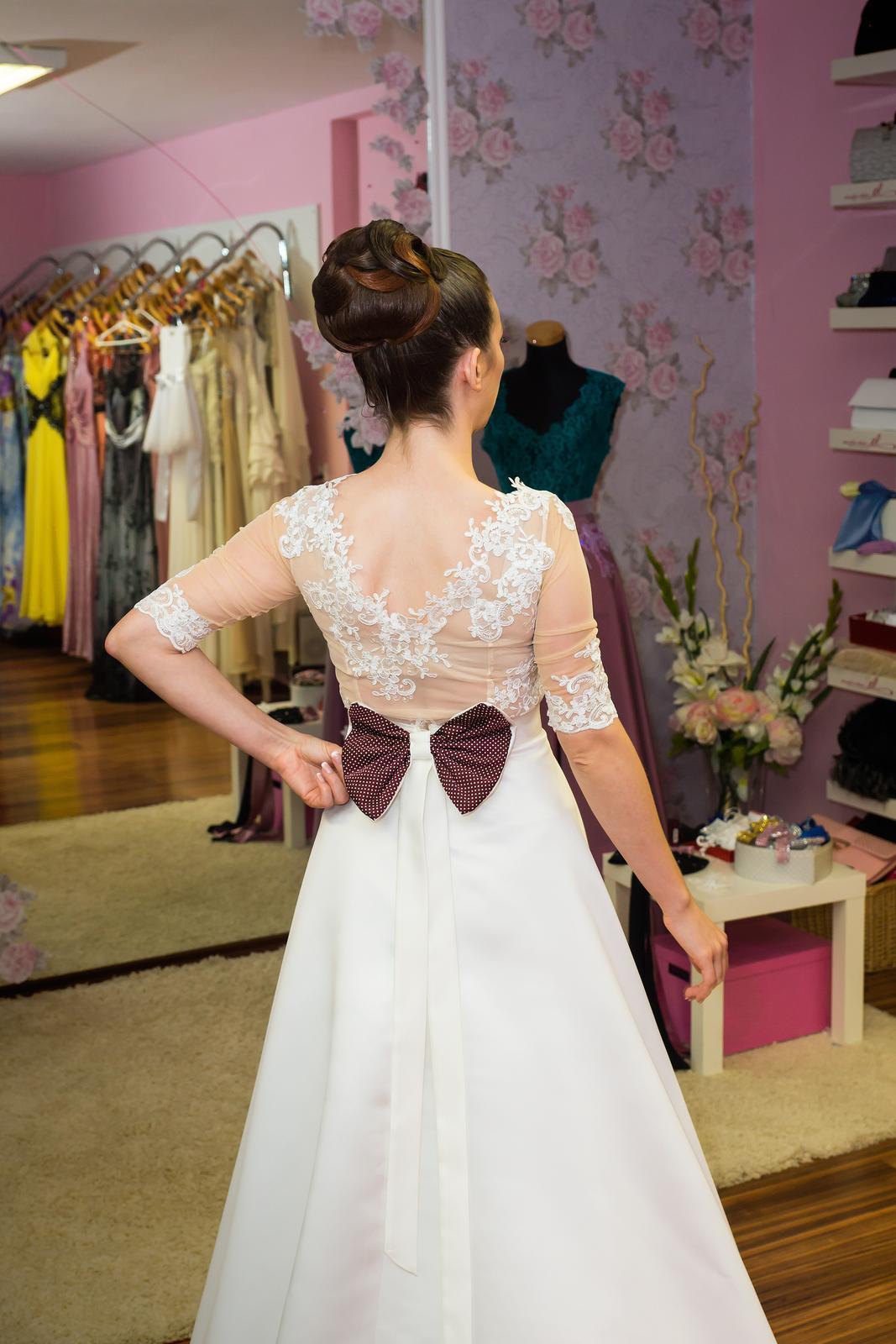 Netradičné dvojdielné svadobné šaty - Obrázok č. 3