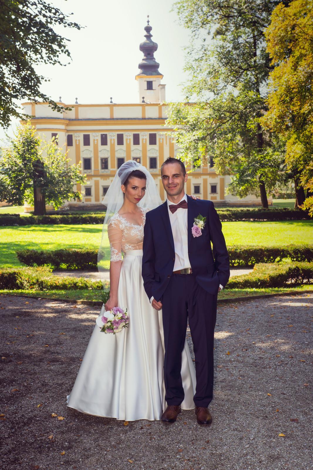 Netradičné dvojdielné svadobné šaty - Obrázok č. 4