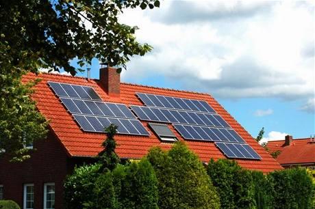 Máte někdo prosím zkušenost se solárními panely pro ohřev teplé vody a pro přitápění podlahovým topení? Moc děkuji za zkušenosti :) - Obrázek č. 1