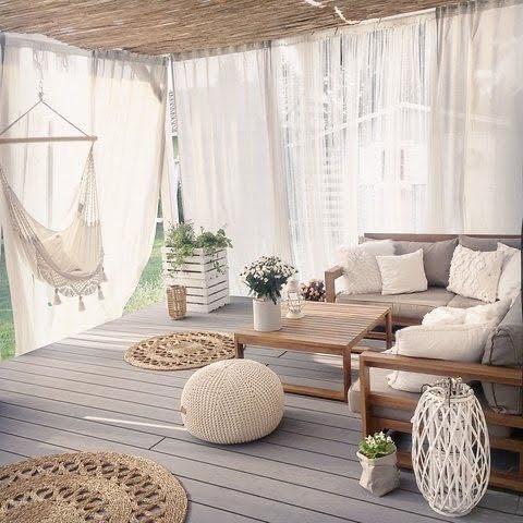 Máte prosím někdo na terase záclony/závěsy? Zajímalo by mě jakým stylem je tam přidělat, jestli na konzole, ocelová lanka nebo nějaký jiný způsob? Děkuji :) Foto inspirace - pinterest - Obrázek č. 1