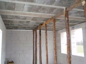 Podstojkovaný strop