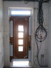 Vstupné dvere a elektrika