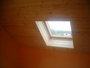 palubkové stropy v pokojích hotové