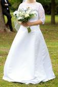 Bílé saténové šaty s krajkou a připínací vlečkou, 38