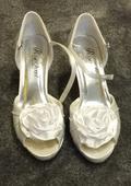 Bílé svatební boty s kytkou, 37