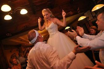 tanec na stole...to je ich zvykk
