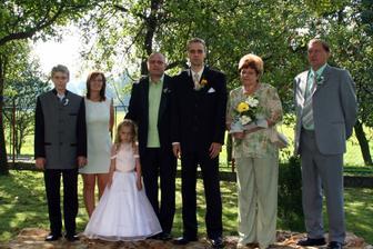 chybí ještě jeden bratr a neteř a babička a dědeček.. :))