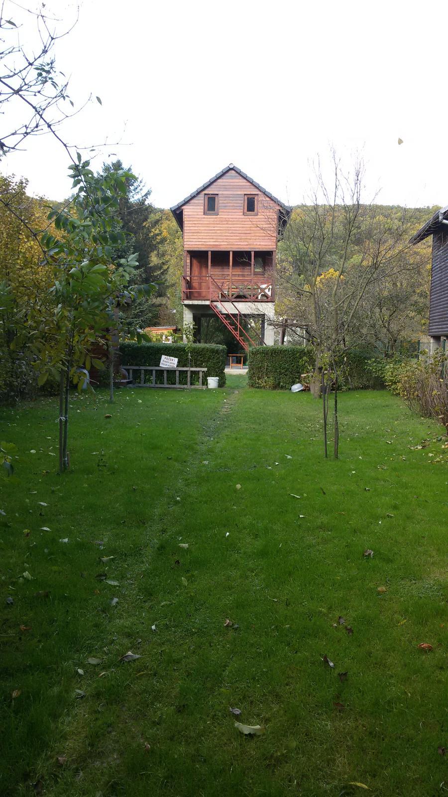 zahrada s chatou - Obrázok č. 1