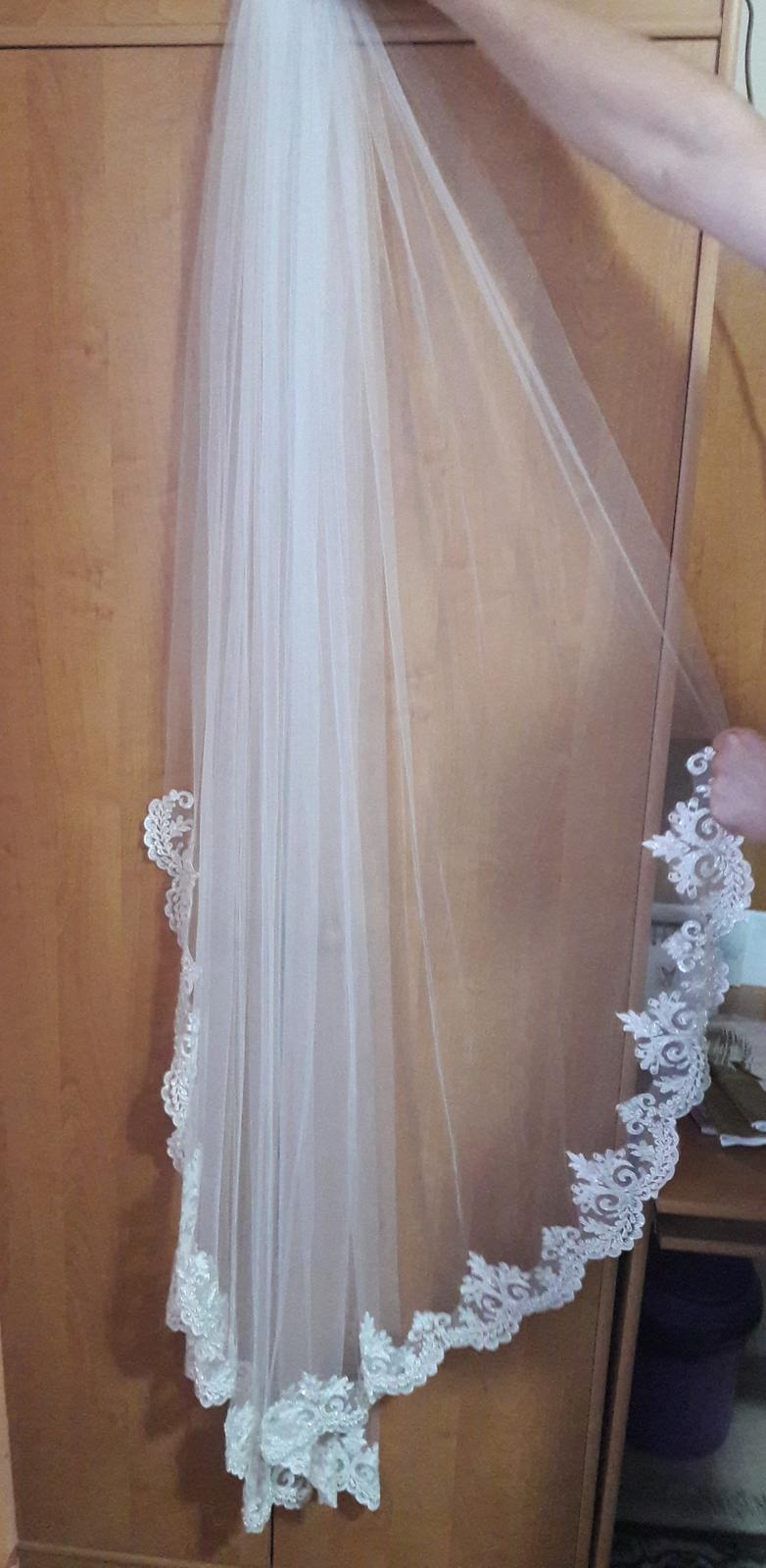 Svadobný závoj ivory so španielskou čipkou - Obrázok č. 1