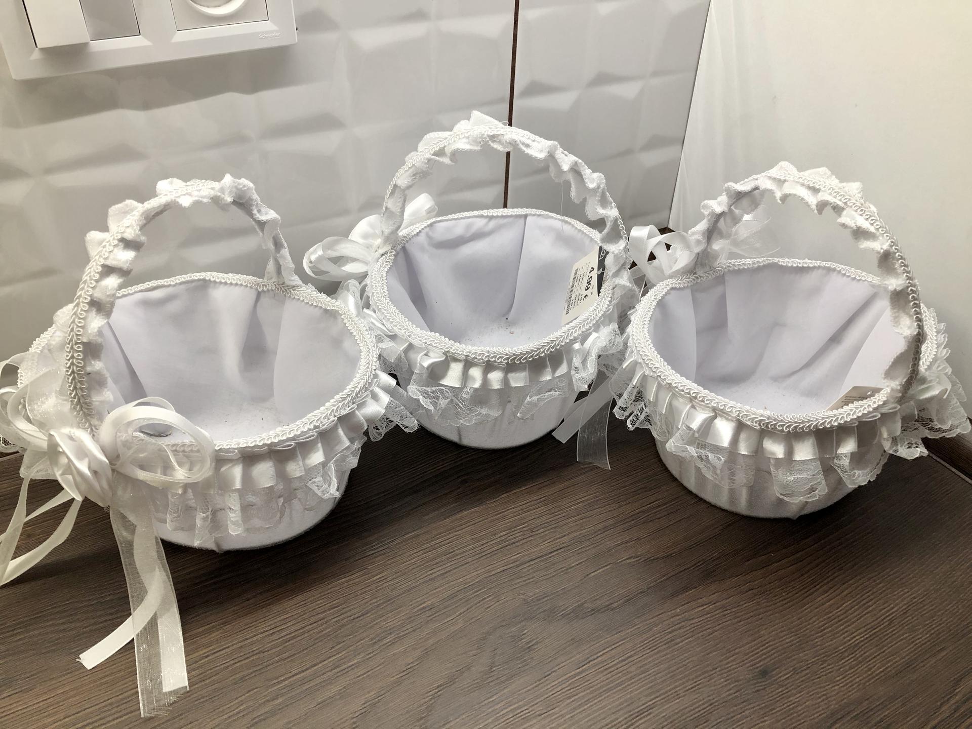 10.10.2020 :-) - Košíčky na lupienky pre malé družičky :-)