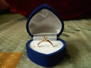 Tak to je on ... můj zásnubní prstýnek