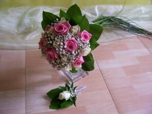 Moje kytička jen se světle růžovými a krémovými růžemi (18 celkem), korsáž bude podle obleku ženicha - růžová.